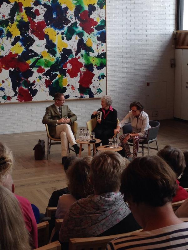 Margaret Atwood makes Sjón own up to his novel The Whispering Muse. (Photo: Ulla from Malmö)